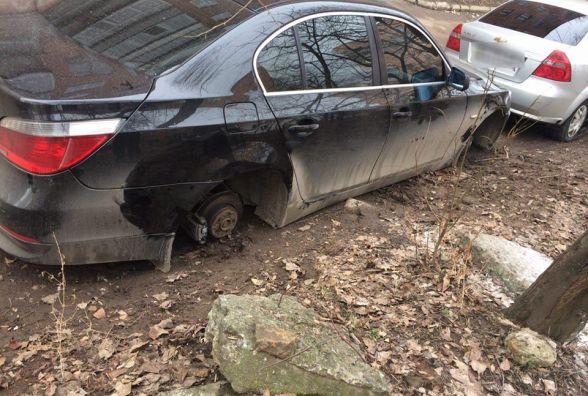 На Львівському шосе «BMW» залишили без коліс