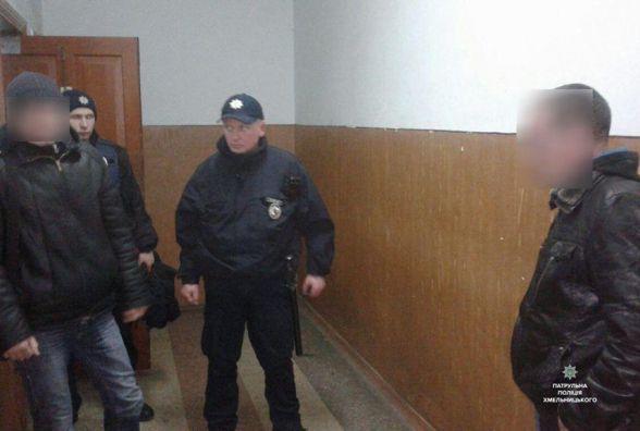 На залізничному вокзалі патрульні затримали чоловіка, який був в розшуку