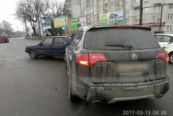 На проспекті Миру зіткнулись два автомобілі