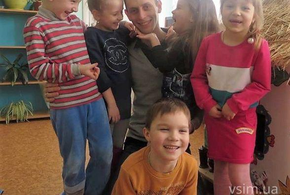 """""""Спочатку мене називали """"Дядя"""": як це виховувати 30 дітей"""
