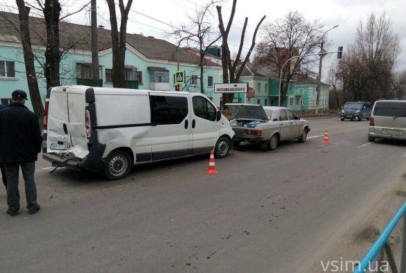 На Кам'янецькій зіткнулось три автомобілі. Через ДТП утворився затор