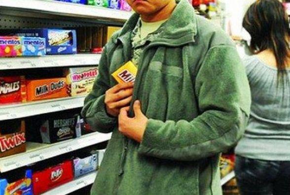 За крадіжку шоколадок  юнаку з Шепетівки загрожує тюрма