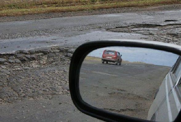 Яма на ямі: де найбільш непроїзні дороги на Хмельниччині? (ОБГОВОРЕННЯ)