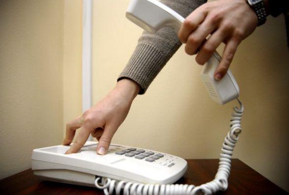 """Скаржаться на лікарів і просять рецепти: хто телефонує на медичну """"гарячу лінію"""" у Хмельницькому"""