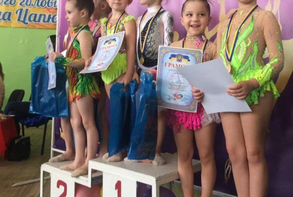 Хмельницькі гімнастки привезли 27 призових місць з турніру в Олександрії