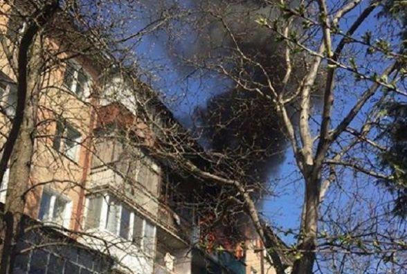 На Зарічанській згоріла квартира. З вогню врятували собаку
