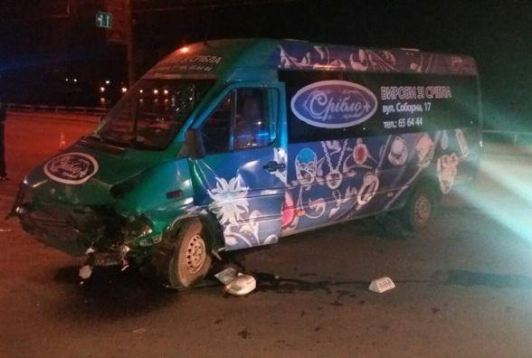 ДТП на Бандери: зіткнулись маршрутка і таксі