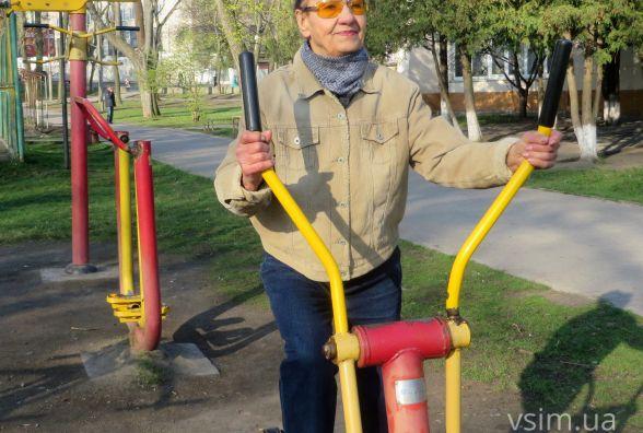 Так тримати! 77-річна хмельничанка щодня займається спортом з макіяжем і при параді