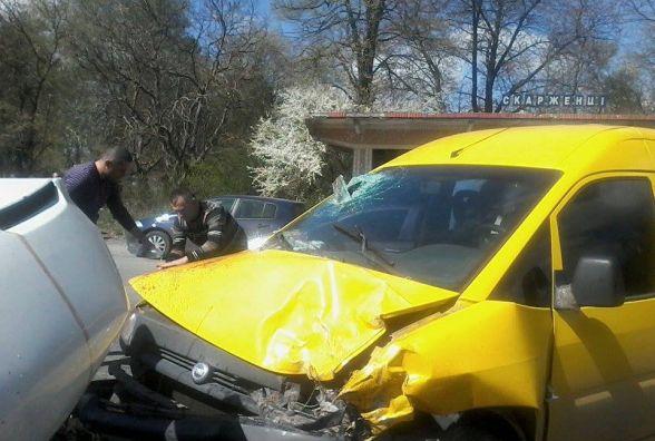 """Поблизу Скаржинець зіткнулися мікроавтобус """"Iveco"""" та автомобіль """"Fiat"""""""