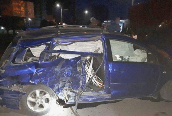 На Озерній п'яний водій «Mazda» в'їхав у «Volkswagen»