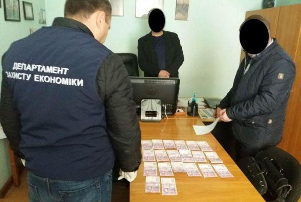 На Хмельниччині на хабарі впіймали керівника відділення «Укрпошти»