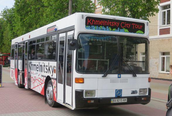 """""""Знайомтесь, Хмельницький"""": на вулиці міста виїхав перший екскурсійний автобус"""