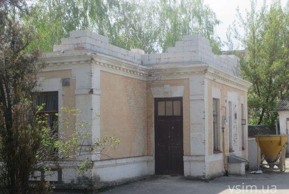"""На будинок-пам'ятку архітектури по Володимирській хочуть """"посадити"""" другий поверх"""