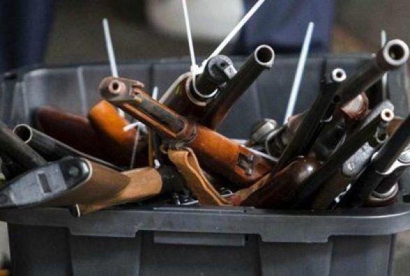 Мешканці Хмельниччини принесли до поліції дві сотні одиниць зброї