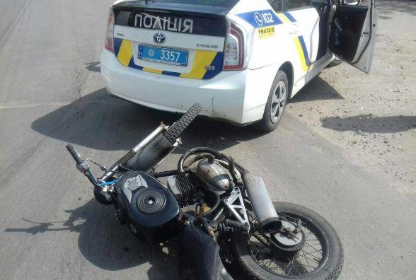 П'яний мотоцикліст в'їхав в автомобіль хмельницьких патрульних