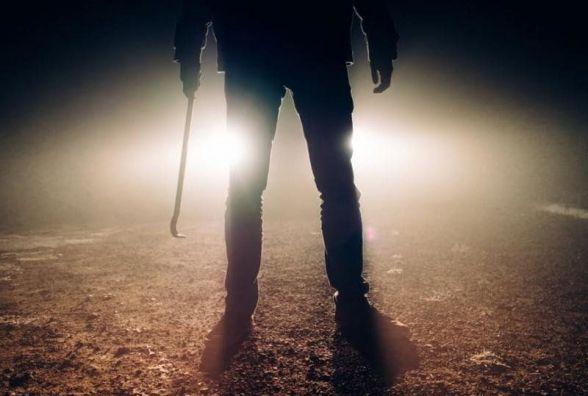 У підземці на проспекті побили і пограбували чоловіка