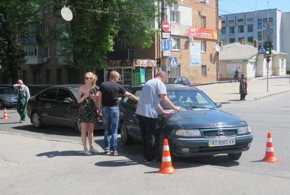 """На Кам'янецькій не розминулись """"Opel"""" та """"Volkswagen"""""""