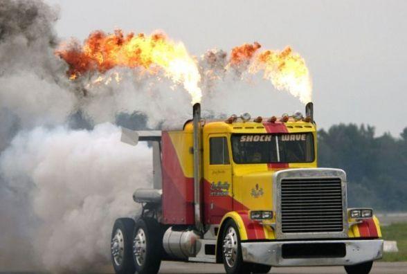 В Дунаївцях загорілось вугілля у вантажівці