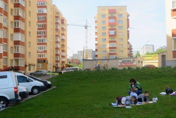 Мешканці новобудов на Озерній кинули оком на сотку міської землі