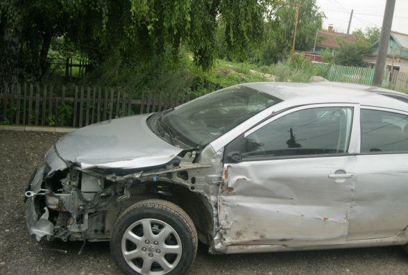 "На Кошарського ""Toyota"" влетіла в огорожу. Троє людей травмувалось"