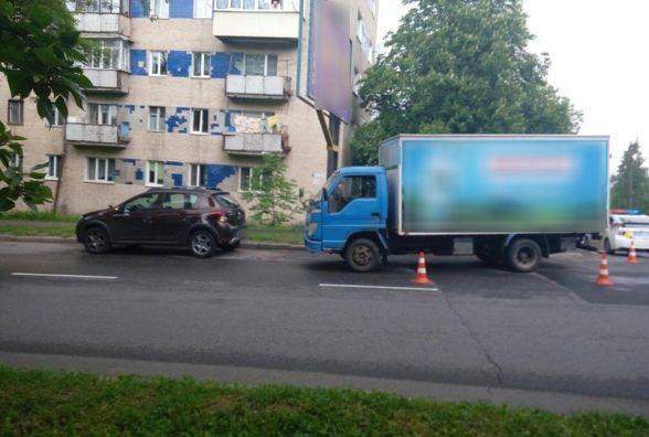 """На Сковороди вантажівка врізалась у """"Renault"""". Постраждала водійка іномарки"""