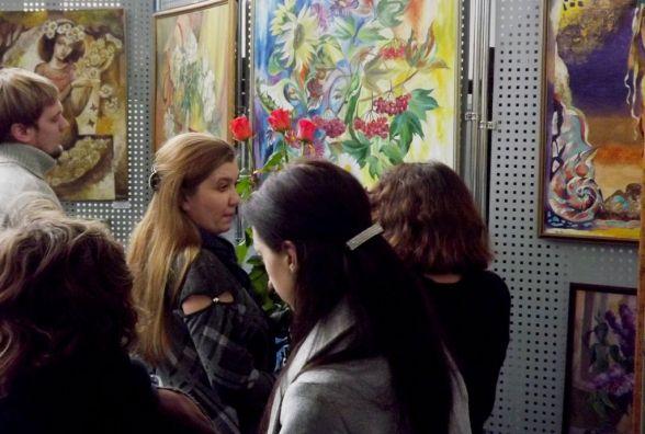 """Ляльки-мотанки та вибори у стилі """"печворк"""": у Хмельницькому відкрилась нова виставка"""
