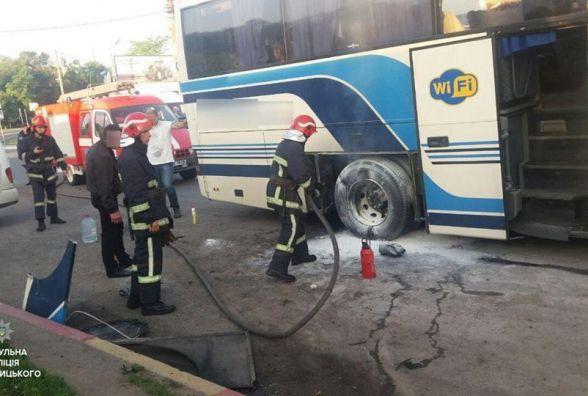 На Львівському шосе горів автобус. Постраждав чоловік