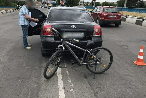 """Біля """"Оазису"""" 13-річний велосипедист потрапив під колеса """"Toyota"""""""