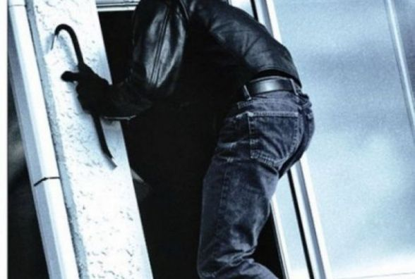 """За крадіжки з квартир хмельничан банду """"домушників"""" чекає до 12 років тюрми"""