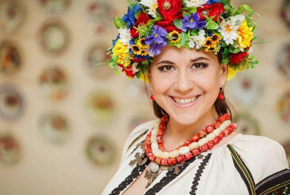 11 червня народилася співачка і ведуча Анжеліка Рудницька