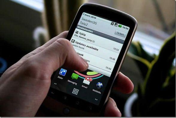 13 червня вперше надійшли в продаж мобільні телефони