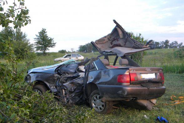 """У Летичівському районі """"Audi А6"""" злетіла в кювет. Одна пасажирка загинула, ще двоє в лікарні"""