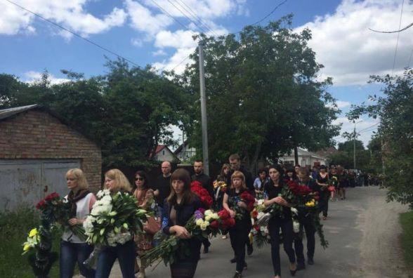 Сотні людей провели в останню путь Дмитра Червонюка, який загинув в ДТП