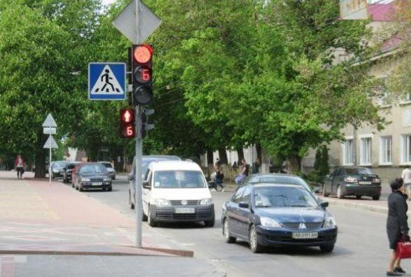 У мерії просять встановити світлофор на кінцевій зупинці у Лезневому