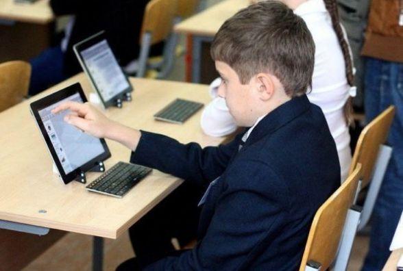 Міносвіти планує закуповувати електронні підручники з мультимедійними додатками
