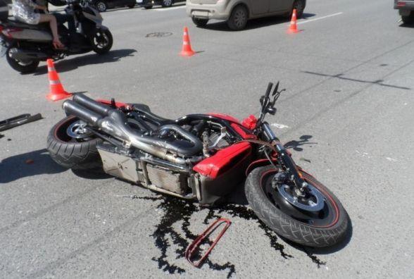 У Хмельницькому районі мотоцикл влетів у причіп. Водій загинув на місці