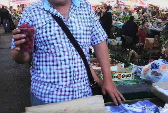 За малину – 20 гривень. Які ягоди пропонують хмельничанам на центральному ринку