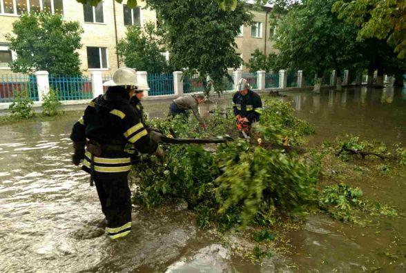 Наслідки негоди на Хмельниччині: що наробили злива і град