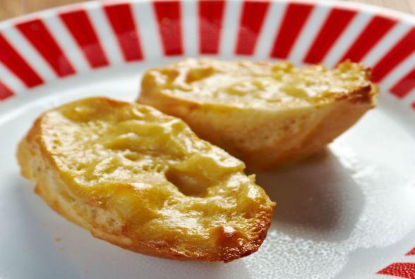 Сніданок за 5 хвилин: як приготувати грінки з сиром
