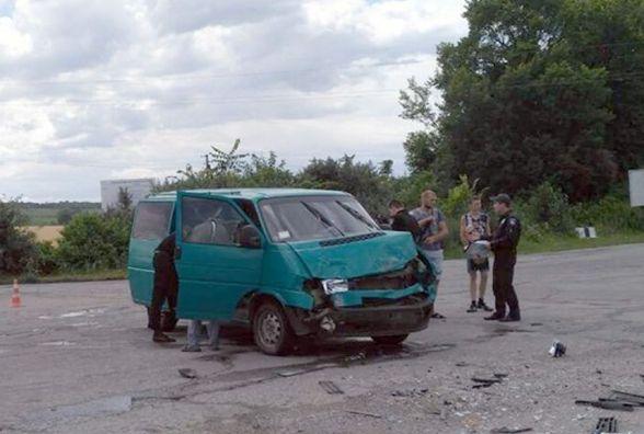 У Дунаєвецькому районі зіткнулись мікроавтобуси. Постраждали жінка і дитина