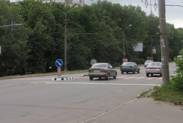 """На проспекті Миру з'явився пішохідний перехід з """"острівцем безпеки"""" за 250 тисяч гривень"""