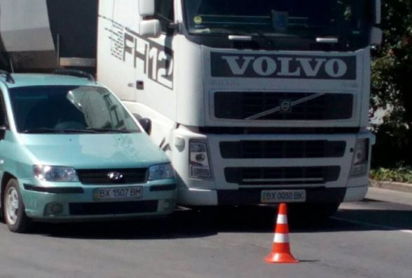 """На Тернопільській зіткнулись вантажівка і """"Hyundai"""""""