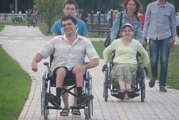 На набережній у Хмельницькому змагались велосипедисти, бігуни і візочники