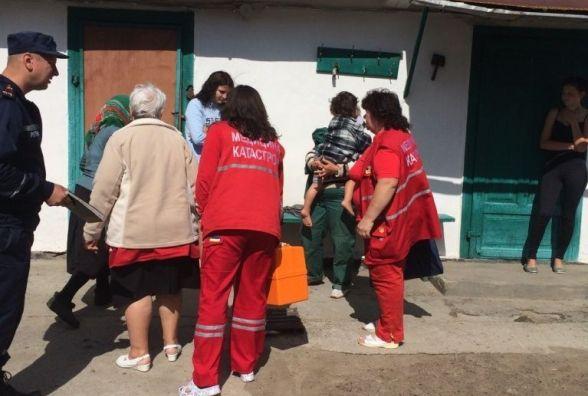 З палаючого будинку в Нетішині рятувальники винесли двох дітей та пенсіонерку