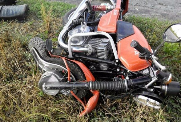 На Тернопільській чоловік злетів з мотоцикла. Його забрали до лікарні