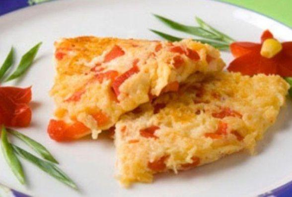 Сніданок за 5 хвилин: як приготувати омлет з помідорами