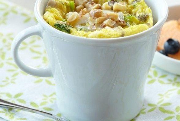 Сніданок за 5 хвилин: як приготувати французький омлет із сиром