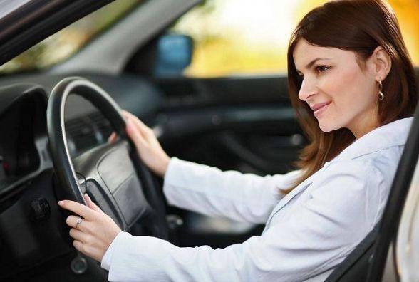 Скільки заробили і на яких автівках катаються жінки хмельницьких депутатів: аналіз декларацій
