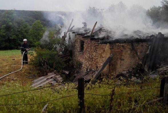 Блискавка стала причиною пожежі на Хмельниччині