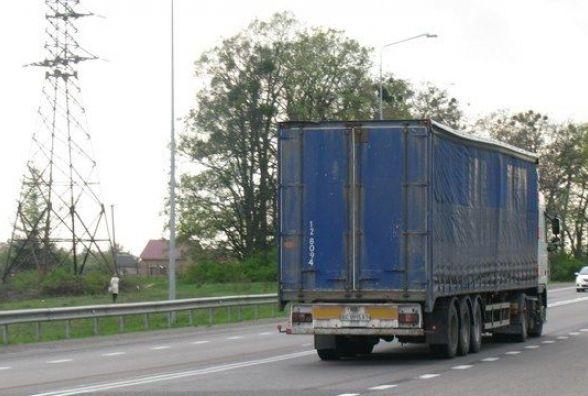 На Хмельниччині заборонили рух вантажівок, коли за вікном +30